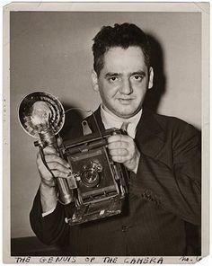 Weegee, (Arthur Fellig, born as Ascher Fellig,  12.6.1899 in Zloczow -  26. Dezember 1968 in New York) USA) us-american photographer.
