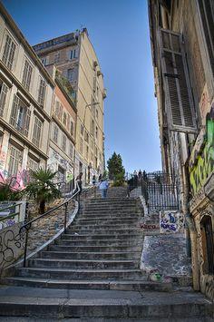 Escaliers dans le quartier du panier #tourismepaca #provence #panier #marseille #quartier #paca Francia Paris, Paris France, Ville France, Cruise Destinations, Beaux Villages, Belle Villa, Provence France, French Countryside, Rhone