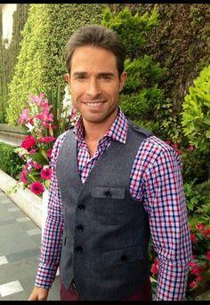 Sebastian Rulli  as Guzmán