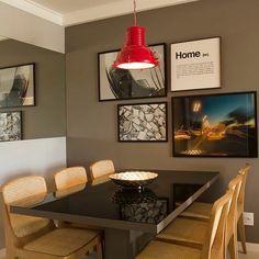 Uma sala de jantar bem moderninha, amo quadros com fotografias ❤  #decoracaodeambientes #designdeinteriores #decorandocomamor #saladejantar #sala #jantar