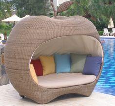 Surprenez vos proches et voisins avec cette somptueuse pomme de jardin! Outdoor Garden Furniture, Rattan Furniture, Outdoor Rooms, Furniture Design, Outdoor Decor, Pod Chair, Garden Crafts, Creative Decor, Hanging Chair