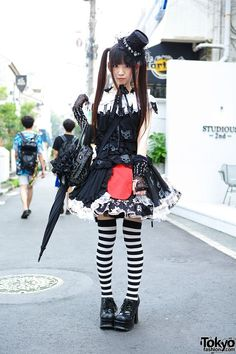 Alumi (her goth/lolita outfit is cool, especially the skulls on the dress) | 15 September 2013 | #Fashion #Harajuku (原宿) #Shibuya (渋谷) #Tokyo (東京) #Japan (日本)