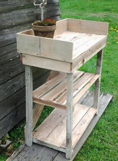 DIY Potting Bench Made with Pallets | 101 Pallets