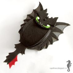 Hip bag Toothless - funny, cute black dragon - felt - wings - for fan - how to train your dragon - MADE TO ORDER Toothless Funny, Sewing Crafts, Sewing Projects, Dragon Movies, Diy Clothes And Shoes, Stitch Witchery, Gifts For My Wife, Black Dragon, Hip Bag