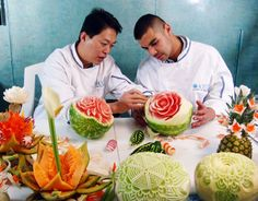 Ice Carving and Food Sculpture - Food Carving Ideas Fruit Sculptures, Food Sculpture, Peacock Foods, Food Centerpieces, Fruit And Vegetable Carving, Food Carving, Watermelon Carving, Food Garnishes, Party Platters