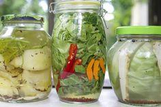 Młoda kapusta kiszona w solance - Hajduczek naturalnie - proste sposoby na zdrowe życie Pickles, Cucumber, Mason Jars, Food, History, Winter, Kitchen, Recipies, Winter Time
