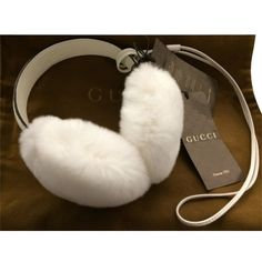 Pre-owned Gucci Real Fur Ear Muffs Para-orecchie White Leather (143.100 CLP) ❤ liked on Polyvore featuring accessories, white, white earmuffs, fur earmuffs, white fur earmuffs and gucci
