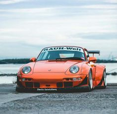 Porsche 911 993, Porsche Cars, Top Sports Cars, Custom Porsche, Rauh Welt, Porsche Models, Vintage Porsche, Wide Body, Japanese Cars