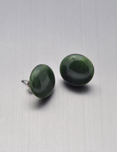 Green glass round post earrings small size by Kaelay on Etsy