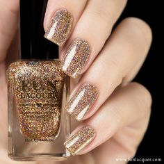 This nail polish of copper rose holographic will give your nails absolute beauty with a shimmery finish. This polish can be worn alone in 2-3 coats or top it with any color! Collection: Christmas 2014 More