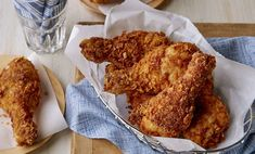 Discover a dish that wows with our Southern Fried Chicken recipe. Chicken drumsticks gets coated in a crunchy corn flake mixture before frying, resulting in tender chicken with a golden crispy crust. Chinese Chicken Recipes, Chicken Recipes Video, Low Carb Chicken Recipes, Cooking Recipes, Recipe Chicken, Keto Chicken, Creamy Chicken, Rotisserie Chicken, Turkey Recipes