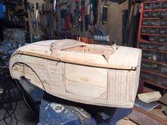 Travail de carrosserie et collage des nervurages de carrosserie du Rod Ford 32