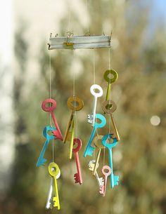 Key Diy, Diy Wind Chimes, Homemade Wind Chimes, Do It Yourself Decorating, Suncatcher, Old Keys, Keys Art, Diy And Crafts, Diy Projects