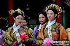 Costumes from Empresses in the Palace: The Legend Zhen Huan (Qing Dynasty) Empresses In The Palace, Constantine The Great, The Other Boleyn Girl, Oriental Fashion, Chinese Fashion, Oriental Style, Period Outfit, Qing Dynasty, How To Make Shorts