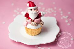 Learn how to make fun Santa cupcakes with this tutorial