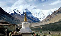 Rongbuk Kloster, das höchste Kloster der Welt mit dem Mount Everest im Hintergrund. Tibet, Mount Everest, Nature Reserve, Trekking, Nepal, Statue Of Liberty, China, Buddha, Religion