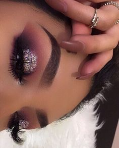 Glitter purple eyeshadow look