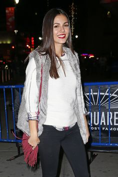 Victoria Justice at Maple Leafs Rangers Game in New York City, November 2015