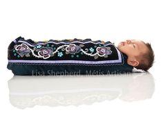 **Lisa Shepherd** Métis beadwork artist - Beautiful Moss Bag Native American Dolls, Native American Regalia, Native American Beadwork, Indian Beadwork, Native Beadwork, Native Design, American Indian Art, Leather Design, American Jewelry
