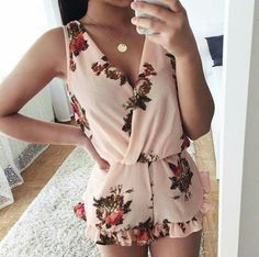 I like this minus the frilly bottom outfit ideas летняя одеж Cute Summer Outfits, Classy Outfits, Trendy Outfits, Girl Outfits, Fashion Outfits, Womens Fashion, Fashion Fashion, Fashion Ideas, Vintage Fashion