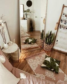 tonal boho bedroom decor - A mix of mid-century modern, bohemian, and industrial interior style. Home and apartment decor, decoration ide… Cozy Apartment Decor, Apartment Design, Apartment Bedroom Decor, Apartment Ideas, Small Cozy Apartment, Cosy Home Decor, Decorate Apartment, Apartment Entryway, Home Decor Lights