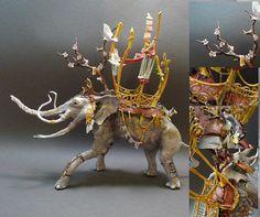 格子状の翼を持ったドラゴンや羽の生えた猫、ツノに花の咲いたトナカイなど、ファンタジー映画の中から飛び出したような幻想的な雰囲気の生き物の彫刻を作っているのがカナダ出身のアーティストEllen Je