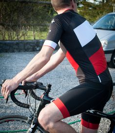 DHB ASV Professional short sleeve cycling Jersey. Read my full review over  at www.scarletfire.co.uk b8bcd2275
