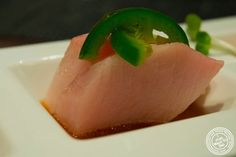 yellowtail sashimi and mango puree - HD 1600×1068