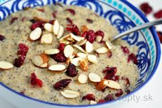 Mliečny bulgur s chia semienkami a brusnicami - FitRecepty Granola, Quinoa, Smoothie, Cereal, Oatmeal, Sweet Treats, Food And Drink, Healthy Recipes, Healthy Food