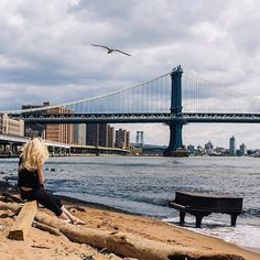 Comparateur de voyages http://www.hotels-live.com : Art is a passion that comes in many forms and requires imaginative inspiration. Ella decided to find her rhythm and soul by placing her piano across from the Manhattan bridge describing a travellers paradise through song.  Where do you find your inspiration? #Unexpected #Accorhotels #NewYork #Manhattan #USA #Piano #music #inspiration #PicOfTheDay #Beach #Beauty #Freedom Hotels-live.com via https://www.instagram.com/p/BDtWAnvHkt3/ #Flickr…