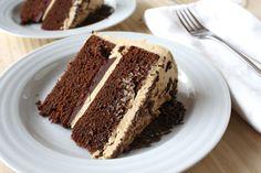 La torta caffè e cioccolato è un dolce davvero delizioso, delicato e corposo al tempo stesso, ma soprattutto di sicuro effetto