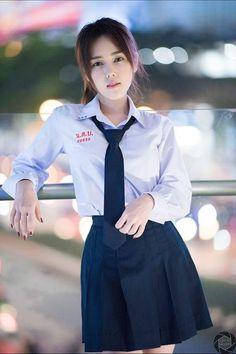 School Girl Japan, School Uniform Girls, Girls Uniforms, Japan Girl, Asian Cute, Cute Asian Girls, Cute Girls, Cool Girl, Poker Online