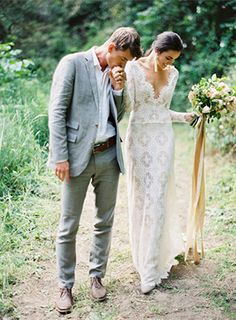 Textured Modern Wedding Inspiration | Wedding Ideas | Oncewed.com- this was fun.