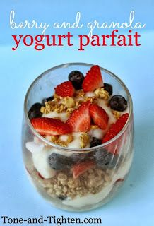 Berry & Yogurt Granola Parfait (not necessarily this recipe) buy from TJ's for Sunday breakfast Healthy Afternoon Snacks, Healthy Breakfast Recipes, Healthy Snacks, Breakfast Ideas, Healthy Recipes, Healthy Eating, Clean Eating, Eating Lean, Sunday Breakfast