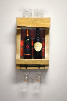 He encontrado este interesante anuncio de Etsy en https://www.etsy.com/es/listing/231471298/wall-wine-rack-beige-and-burnt-umber