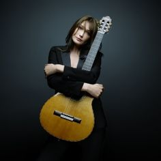 List of popular French female singers and listen to modern French Pop music, chanson française, and other French music styles. Carla Bruni, French Pop Music, French Songs, French Teacher, Teaching French, Poses, French Education, French Classroom, Guitar Girl