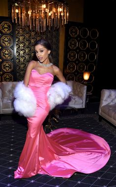 "dangerous woman, Ariana Grande Channels Marilyn Monroe for Glamorous, Jazzy Performance of ""Dangerous Woman"" at 2016 MTV Movie Awards Ariana Grande, MTV Movies Awards Backstage And Audience Ariana Grande Fotos, Mtv Movie Awards, Music Awards, Chloe Grace, Pink Gowns, Pink Dress, Selena Gomez, Celebrity Prom Dresses, Chloë Grace Moretz"