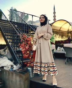 Hijab styles 745416175804042009 - Image may contain: 1 person, standing Source by Modern Hijab Fashion, Abaya Fashion, Muslim Fashion, Modest Fashion, Fashion Dresses, Hijab Style Dress, Hijab Look, Hijab Outfit, Abaya Style