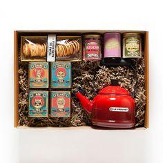 """TEA LOVERS: pasa una agradable tarde con tu madre con este pack con todo lo necesario para los fans del té: #tetera con silbato de Le Creuset, tejas de almendra, planta """"I love you"""" y cuatro tipos diferentes de té: té verde moruno, té blanco uva blanca, té rojo con frutas del bosque y té negro a la naranja. ¡Perfectos para degustar y combinar con el azúcar de fresa y de limón que incluye el pack! http://www.petramora.com/dia/2354-tea-lovers.html"""
