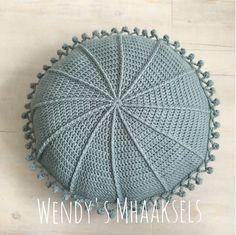 Round Crochet Cushion Pillow Light Denim/China by PatchKnitStitchOne available, in DENIM BLUE - Ready to Ship. Crochet Cushions, Crochet Pillow, Diy Crochet, Loom Knitting, Beautiful Crochet, Single Crochet, Lana, Needlework, Weaving