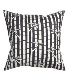 Cushion cover in woven cotton fabric with a printed pattern. Concealed zip at lower edge.