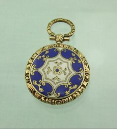 VICTORIAN GOLD AND ENAMEL MEMORIAL MOURNING LOCKET