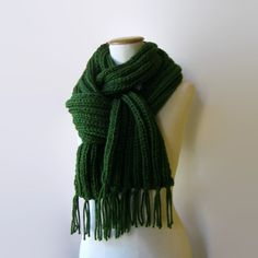 Chunky Knit Scarf - Fringes in Green Soft Wool Blend | knitBrandashop - Scarves and Accessories