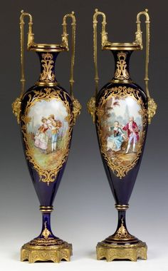 Par de porcelana de Sevres e Urns de Bronze dourado com cenas de mão pintada - artista assinado c século XIX ~ ~ ~ Madame de Pompadour inspirado