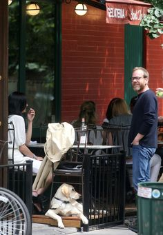 Kiefer Sutherland Photos Photos - Actor Kiefer Sutherland has a lunch date with his girlfriend Siobhan Bonnouvrier and his dog at Sant Ambroeous restaurant in the West Village. - Kiefer Sutherland Dines in the West Village