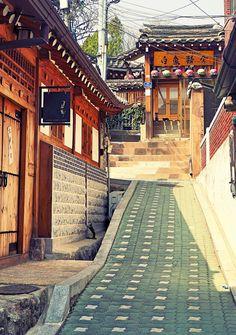 Flickr Via mchel tarafından Bukchon Hanok Köyü: Bukchon Hanok Köyü Gyeongbok Sarayı, Changdeok Sarayı ve Jongmyo Kraliyet Shrine arasında yer alan uzun bir geçmişi olan bir Kore geleneksel köy