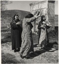 eski İstanbul'da dans eden, şarkı söyleyen kadınlar - women playing music, dancing in old #Istanbul (N.V.#Artamonoff) #istanlook