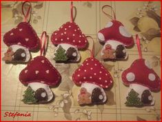 Cute Halloween craft for kids. Make these as Halloween favors or colorful decorations! Vintage Christmas Crafts, Felt Christmas Decorations, Felt Christmas Ornaments, Christmas Sewing, Christmas Fabric, Xmas Crafts, Christmas Projects, Felt Crafts, Handmade Christmas