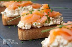 Montaditos de Salmon y ensaladilla de langostino