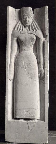 Divinità Femminile dal Tempio di Priniàs a Creta. 620-600 a.C.E. Iraklion, Museo Archeologico.
